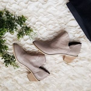 NEVER WORN | KELSI DAGGER BROOKLYN Kenmare Bootie
